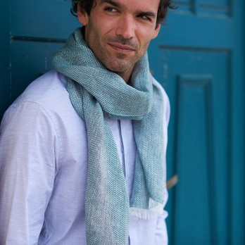 Linen scarf with herringbone pattern green