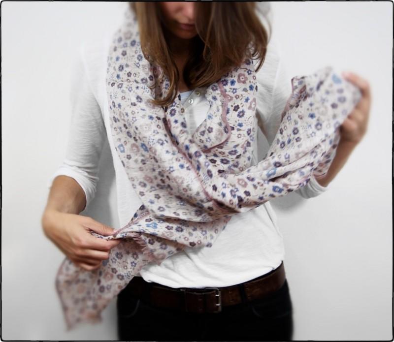 Foulard rose pâle à motifs floraux - Ava