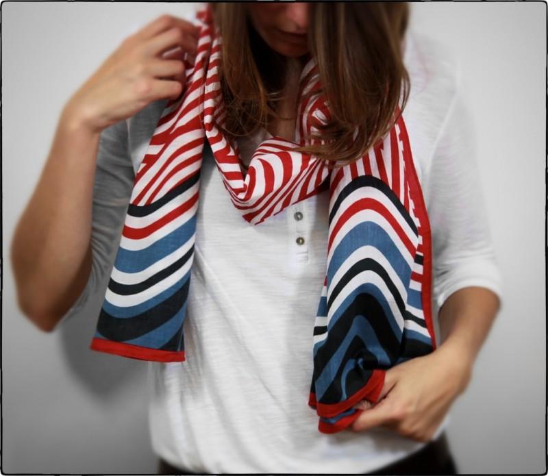 Foulard rouge à motifs vague - Aude